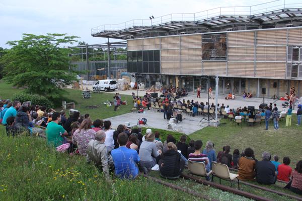 Organisation d'ateliers par amàco aux côtés des partenaires organisateurs du Festival Grains D'isère 2016, 15ème édition autour de la terre crue
