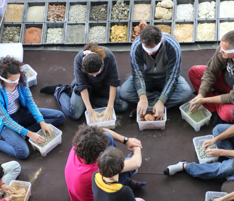 Ateliers scientifiques et sensoriels autour de la terre crue au CAUE Rhône Métropole