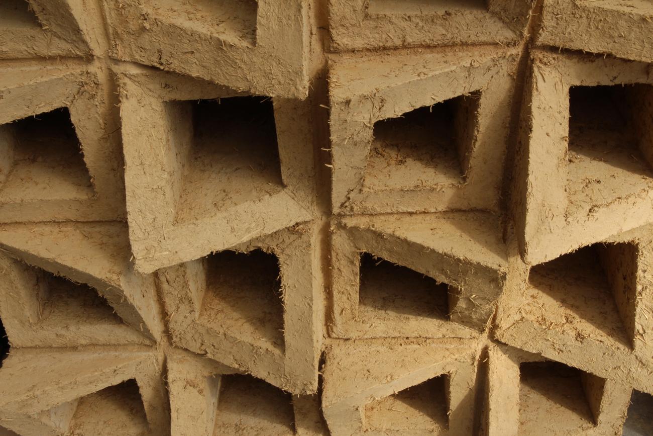 Jeux d'adobes : atelier d'exploration de la brique de terre crue