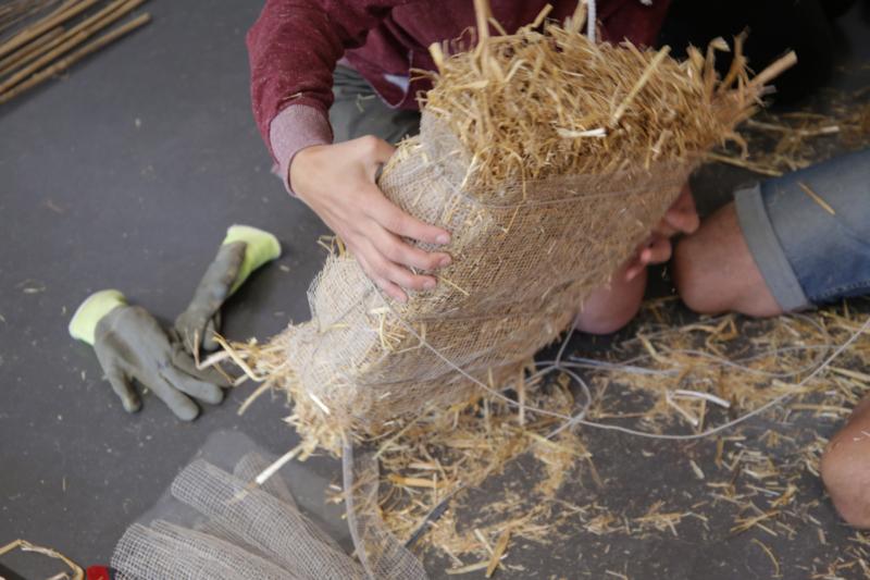 Formation professionnelle Construire en paille porteuse, technique de construction peu répandue, animée par Nebraska et amàco – crédits : amàco