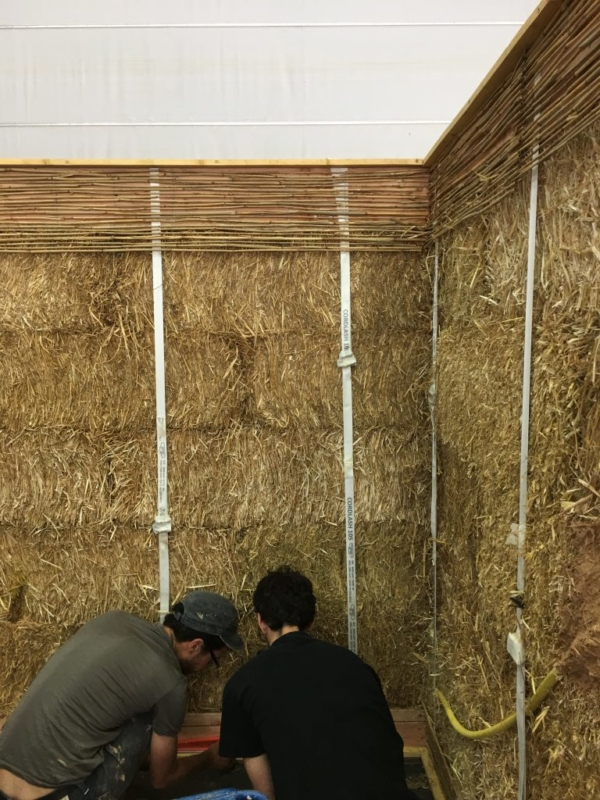 Formation professionnelle Construire en paille porteuse, technique de construction peu répandue, animée par Nebraska et amàco – crédits : Nebraska