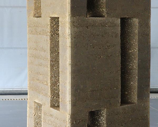 Première édition de la formation professionnelle L'art du pisé dédié à l'exploration des potentiels constructifs et esthétiques de la technique du pisé Villefontaine – crédits : amàco