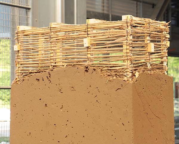 Première édition de la formation professionnelle Construire en terre coulée aux Grands Ateliers à Villefontaine – crédits : amàco