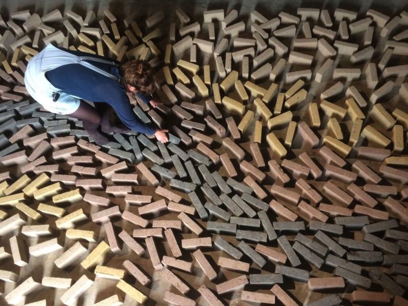 Mouvement de briques au sol ©amàco