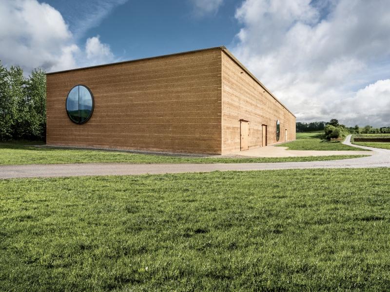 Le plus grand bâtiment d'Europe en pisé : La maison des plantes de Ricola © Ricola AG