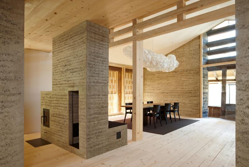 Maison de vacances Plazza Pintgia – Gujan + Pally architeckten / Martin Rauch © Ralph Feiner – via TERRA Award© Ralph Feiner – via TERRA Award